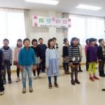 明保小の児童が雨情さんの歌を一生懸命歌いました